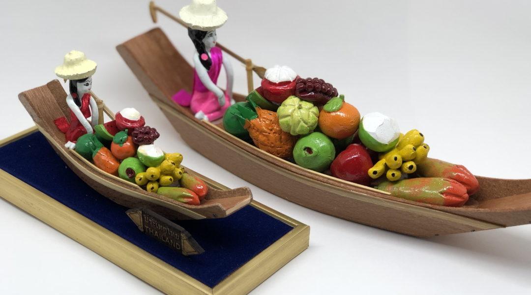 タイ・水上マーケットの置物(果物を売る舟)